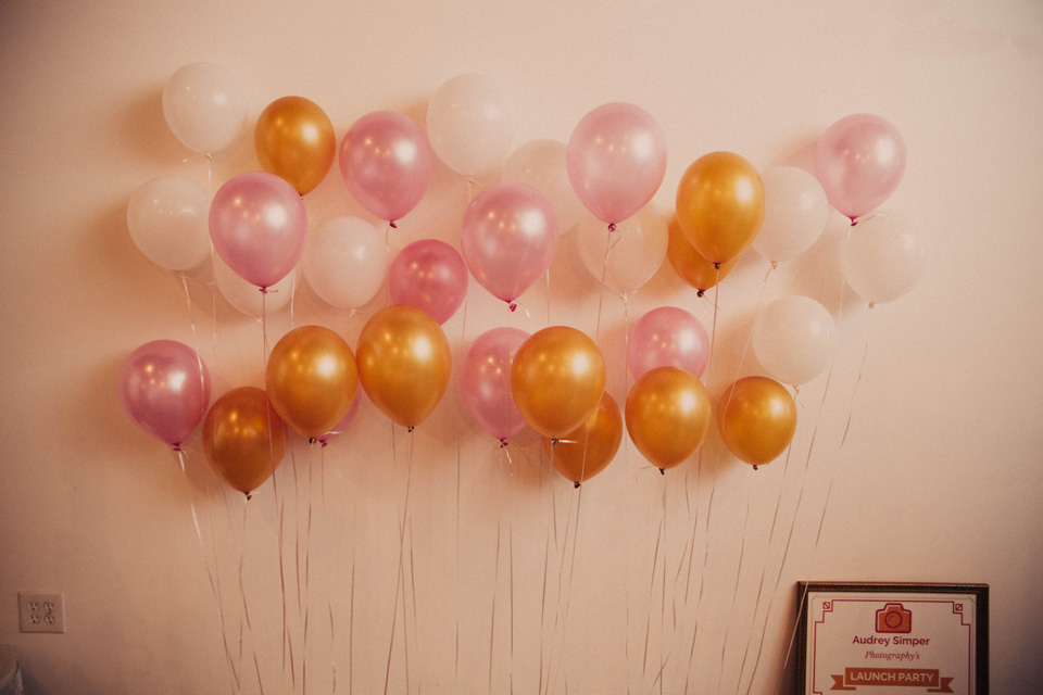 DIY backdrop selfie station balloons
